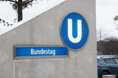 Das U-Bahn Schild des Bundestages.