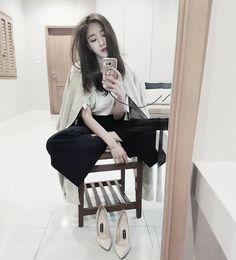 "3,699 Likes, 152 Comments - Hahm Eun Jung * (@eunjung.hahm) on Instagram: ""방전충전 ..☹ #몰라#배고팠어#집아님.."""