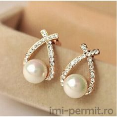 2015 Fashion Gold Crystal Stud Earrings Brincos Perle Pendientes Bou Pearl Earrings For Woman - TakoFashion - Women's Clothing & Fashion online shop Pearl Stud Earrings, Pearl Studs, Rhinestone Earrings, Silver Hoop Earrings, Pearl Jewelry, Crystal Earrings, Women's Earrings, Fine Jewelry, Crystal Rhinestone