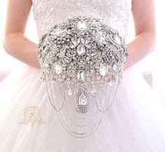 Luxury BROOCH BOUQUET. Wedding bridal broach boquet.  #teampinterest #brooch bouquet