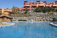 Genießen Sie Ihren Urlaub in diesem Luxus-Appartement: Faulenzen auf der Terrasse, Grillabende mit Freunden, schwimmen im Pool, Whirlpool und Golfplatz in der Nähe.