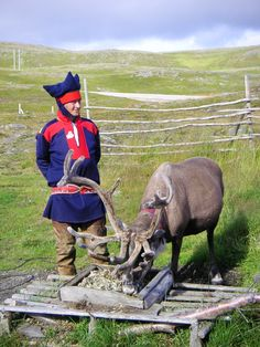 The Sami people in northern Norway Lappland, Norway People, Norway Culture, Norwegian People, Lapland Finland, Folk Clothing, Arctic Circle, World Cultures, Scandinavian