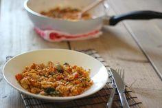 Gebakken rijst met ei en groente. (evt. hamblokjes of kip toevoegen)