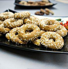 τραγανά κουλουράκια με ελαιόλαδο και πορτοκάλι Bagel, Doughnut, Cookie Recipes, Biscuits, Deserts, Sweets, Bread, Cookies, Foods