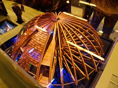 Le Dômespace. Une maison rotative avec multiple applications. Écologique et économique en énergie, cette maison peu aussi résister à 8 sur l'échelle de Richter.