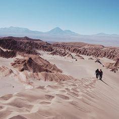 El desierto de Atacama en Chile  es uno de los desiertos más secos del mundo, con una precipitación promedio de sólo 15 mm por año.  Este lugar tiene una estéril otro mundo, el aspecto de Marte similar.  De hecho, el Atacama se ha utilizado para filmar escenas de Marte de la serie de televisión Odisea del espacio y está siendo utilizado por la NASA para poner a prueba para futuras misiones a Marte.  .  .  #chile #beautifulchile