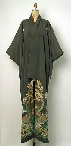 Fashion Tips Shoes Silk kimono. Early century MET Museum (Gift of Miss Irene Lewisohn and Mrs. Fashion Moda, Kimono Fashion, Womens Fashion, 80s Fashion, Fashion Brands, Japanese Outfits, Japanese Fashion, Ao Dai, Mode Kimono