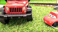 Dessin animé. Voitures: Jeep sauve McQueen! Vidéo éducative pour les enf...