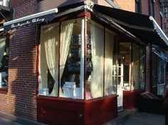 New York's Magnolia Bakery...old fashioned bakery goodness!