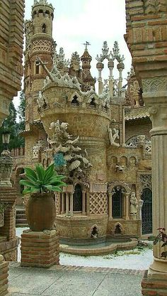 Colomares Castle in Benalmádena Malaga, Spain . A monument in the form of a castle dedicated to the life and adventures of Christopher Columbus built between 1987 and Places Around The World, The Places Youll Go, Places To See, Around The Worlds, Beautiful Castles, Beautiful Buildings, Beautiful World, Wonderful Places, Beautiful Places