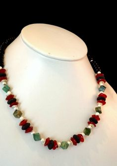 UNISEX Halskette in tollen Farben. Onyx, Afrikanische Jade, Karneol, Lava, Metallteile nickelfrei versilbert.  Preis: 40,00 EUR Schmuck Design, Lava, Designer, Beaded Necklace, Unisex, Jewelry, Fashion, Carnelian, Fashion Jewelry