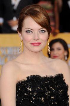 Los mejores looks de beauty de Emma Stone: labios rosas
