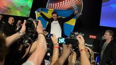 Måns Zelmerlöw under presskonferensen efter vinsten. Will Måns be the one who lead Eurovision Song Contest 2016?
