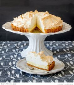 classic lemon meringue pie: sweet and tangy lemon pie on a biscuit base with a delicate, fluffy meringue topping. Lemon Recipes, Pie Recipes, Sweet Recipes, Dessert Recipes, Just Desserts, Delicious Desserts, Yummy Food, Lemon Meringue Recipe, Gourmet
