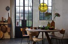 På jakt etter rundt spisebord? sjekk våre spisebord med høy kvalitet til gode priser! Dining Chairs, Dining Room, Dining Table, Pure Home, Home Furniture, Furniture Design, Innovation Living, Chaise Vintage, Industrial House