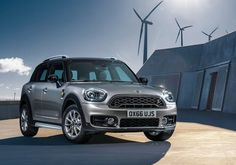 It's promised. The Mini Countryman Plug-in Hybrid will come in this version. The plug-in hybrid offers a 4WD 1.5 136HP engine which reaches 100km in 6,9 seconds. This Countryman becames a modern eDrive system like in the BMW i8. The Britains will improve the new Countryman with a 6.4 inch-colour display. The plug-in SUV can be a highlight.