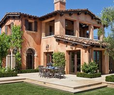 Browse these Mediterranean-inspired homes to find ideas for exterior materials landscaping and more. Browse these Mediterranean-inspired homes to find ideas for exterior materials landscaping and more. Mediterranean Homes Exterior, Mediterranean Architecture, Mediterranean Home Decor, Spanish Style Homes, Spanish House, Mexican Style Homes, Tuscan Design, Tuscan Style, Stucco Homes