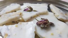 Facem ceara parfumata,reteta cu ceara de soia si flori uscate Handmade Crafts, Camembert Cheese, Make It Yourself, Vegetables, Recipes, Food, Youtube, Life, 2 Ingredients