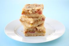 rhubarb crisp bars... I've got rhubarb in the freezer, I might just have to try this