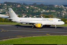 Vueling Airbus A320-214 EC-LVU rolling out with reversers deployed upon arrival at La Coruña-Alvedro, May 2014. (Photo: Alberto Maroto Martin)