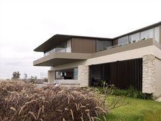 Quarterdeck House by Luigi Rosselli Architects