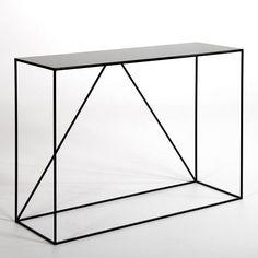 La console Romy. Élégante et discrète, cette console métal mise sur la légèreté des lignes pour s'intégrer dans tous les styles d'intérieur. Idéale dans une entrée, un salon, ou même une chambre, pour accueillir une lampe, un vase ou un bel objet déco.  Caractéristiques :En métal noir, laqué époxy.Dimensions : - L120 x H85 x P40 cm.Dimensions et poids du colis :- L129,5 x H45,5 x P91,8 cm, 29 kg.Livraison chez vous :Votre console sera livrée chez vous sur rendez-vous, même à l'étage…
