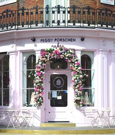 Peggy Porschen Cakes Here is the beautiful floral window display created by Mathew Dickinson for Peggy Porschen's Parlour in Belgravia. This boutique, founded in 2003 by Creative Director Peggy Porschen in the heart of Belgravia, is the perfect place for a cappuccino, a nice slice of cake and some super girly décor.