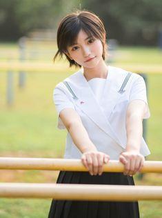 Asian Cute, Sexy Asian Girls, Beautiful Asian Girls, Girl Short Hair, Short Girls, Japanese Beauty, Asian Beauty, Girls In Mini Skirts, Japan Girl