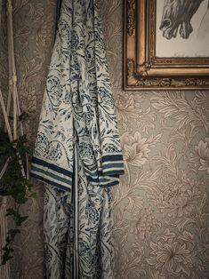 Old Meets New in a Charming Swedish Apartment - William Morris wallpaper - William Morris Wallpaper, Morris Wallpapers, Swedish Kitchen, Swedish House, Scandinavian Interior, Scandinavian Style, Ragnar, Interiores Design, Decoration