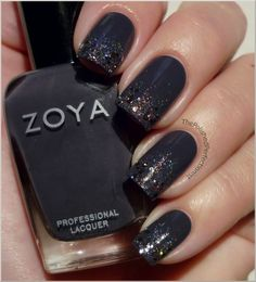 Zoya ~ Kelly (2 coats) + Speciallità ~  Hefesto sponged on the tips + Essence ~ Blair on tips for some extra bling