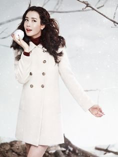 Lee Da Hae draws eyes with beautiful photos for 'Arnaldo Bassini' winter catalog