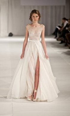 Used Paolo Sebastian Swan Lake Wedding Dress $4,500 CAD. Buy it PreOwned now and save 49% off the salon price!