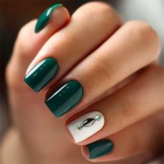 25 Elegant Emerald Green Nails Designs For You - Nail Designs Cute Nails, Pretty Nails, Hair And Nails, My Nails, Green Nail Designs, Elegant Nail Designs, Green Nail Art, Dark Green Nails, Feather Nails