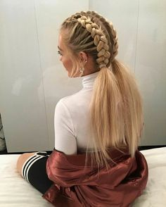 How to make a braid? 50 cute braid hiarstye ideas Symbol of feminine elegance today, the braid is considered by many historians as the oldest hairstyle in the world. The diversity of braiding techniqu. New Braided Hairstyles, Old Hairstyles, Braided Hairstyles Tutorials, Box Braids Hairstyles, Braided Ponytail, Trending Hairstyles, Pretty Hairstyles, Curly Hair Styles, Natural Hair Styles