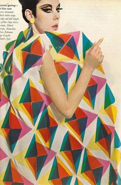Plastic (Peggy Moffitt in Paco Rabanne - Stitches Colored Plastic Triangles Coat - Spring 1966 Collection) Vintage Chic, Looks Vintage, Mode Vintage, Vintage Glamour, Paco Rabanne, 1960s Fashion, Vintage Fashion, Mod Fashion, Color Fashion