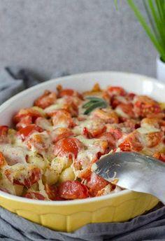 Leckerer, kalorienarmer, proteinreicher Gnocchi-Auflauf mit nur vier Zutaten. Super einfach gemacht, schnell auf dem Tisch. Feierabendküche.