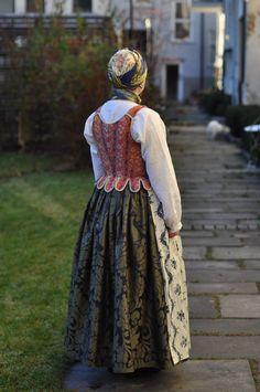Norway; hedmark Folk Costume, Costumes, European Dress, Folk Clothing, Scandinavian Style, Norway, Henna, Floral Prints, Celebs