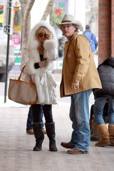 Paris Hilton, Goldie Hawn spend Christmas in Aspen : The mountain playground of the famous!