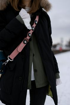 More on www.offwhiteswan.com  Woolrich Jacket Black, Fendi Strap lookalike by Zara, Skinny Shaping Jeans by H&M, Winter Boots by Zara, Parka, Plissee Blouse Layering, Flared Sleeves, Winter Streetstyle, Fashion, Trend 2017 #swantjesoemmer #offwhiteswan