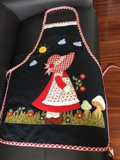 Gallinas I don't wear aprons but these are just outsta Bird Applique, Applique Quilts, Sewing Crafts, Sewing Projects, Apron Tutorial, Christmas Aprons, Cute Aprons, Sewing Aprons, Sunbonnet Sue