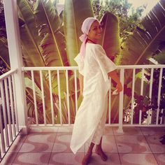 white linen embroidered kaftan.  Traveling palms balcony.  Bahamas.  ALotmoreStyle kaftans