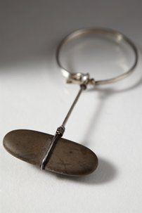 Scarf ring designed by Torun Bülow-Hübe, Sweden. Scarf Rings, Scarf Jewelry, Leather Jewelry, Metal Jewelry, Jewelry Art, Antique Jewelry, Vintage Jewelry, Stylish Jewelry, Modern Jewelry