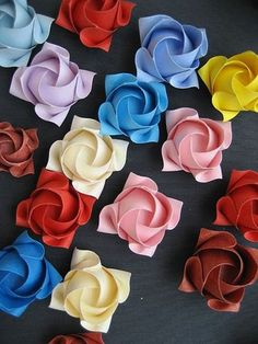 Origami flowers- pinning for Zared. He loves origami! Origami Rose, Diy Origami, Origami And Kirigami, Origami Paper Art, Origami Tutorial, Diy Paper, Origami Folding, Paper Folding, Origami Hearts