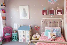 GirlsRoom011 Show us your nursery   Hollys pretty vintage bedroom