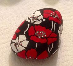 PAINTED POPPIES STONE