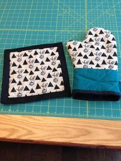 Sewing Journey: Oven Mitt & Potholders http://www.aliciamarchadesigns.com/learn/2016/8/13/sewing-journey-oven-mitt-potholders