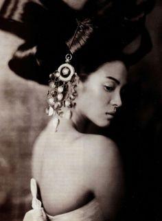 """""""Hwang Jin Yi in Paris"""" [Song Hye Kyo] by Paolo Roversi"""