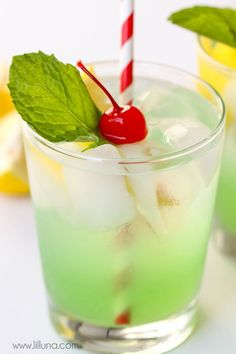 Disneyland's Copycat Mint Julep recipe - a non-alcoholic drink that is refreshing and DELICIOUS! Made with lemonade concentrate, creme de menthe syrup, lime juice, sugar, and club soda - topped with mint leaves and cherries! Mint Julep Recipe Non Alcoholic, Best Non Alcoholic Drinks, Drinks Alcohol Recipes, Summer Drink Recipes, Summer Drinks, Christmas Drinks Alcohol, Holiday Drinks, Cocktail And Mocktail, Cocktail Recipes