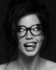 Elisir of the LIFE, - Cos'hai studiato? Photo Portrait, Portrait Poses, Female Portrait, Expressions Photography, Face Photography, Silly Faces, Funny Faces, Black And White Portraits, Black And White Photography