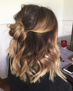 28 Cute Hairstyles for Medium Length Hair (Popular for Mid length hair has never been hotter than it is right now. Some cool styles featured here include the LOB, balayage highlights, ombre color, and must-try layers. Source by casual hairstyles Easy Casual Hairstyles, Sweet Hairstyles, Latest Hairstyles, Cute Hairstyles For Medium Hair, Medium Length Ombre Hair, Hairstyles For Medium Length Hair Easy, Cute Hair Cuts Medium, Medium Hair Length Styles, Mid Length Hair With Layers